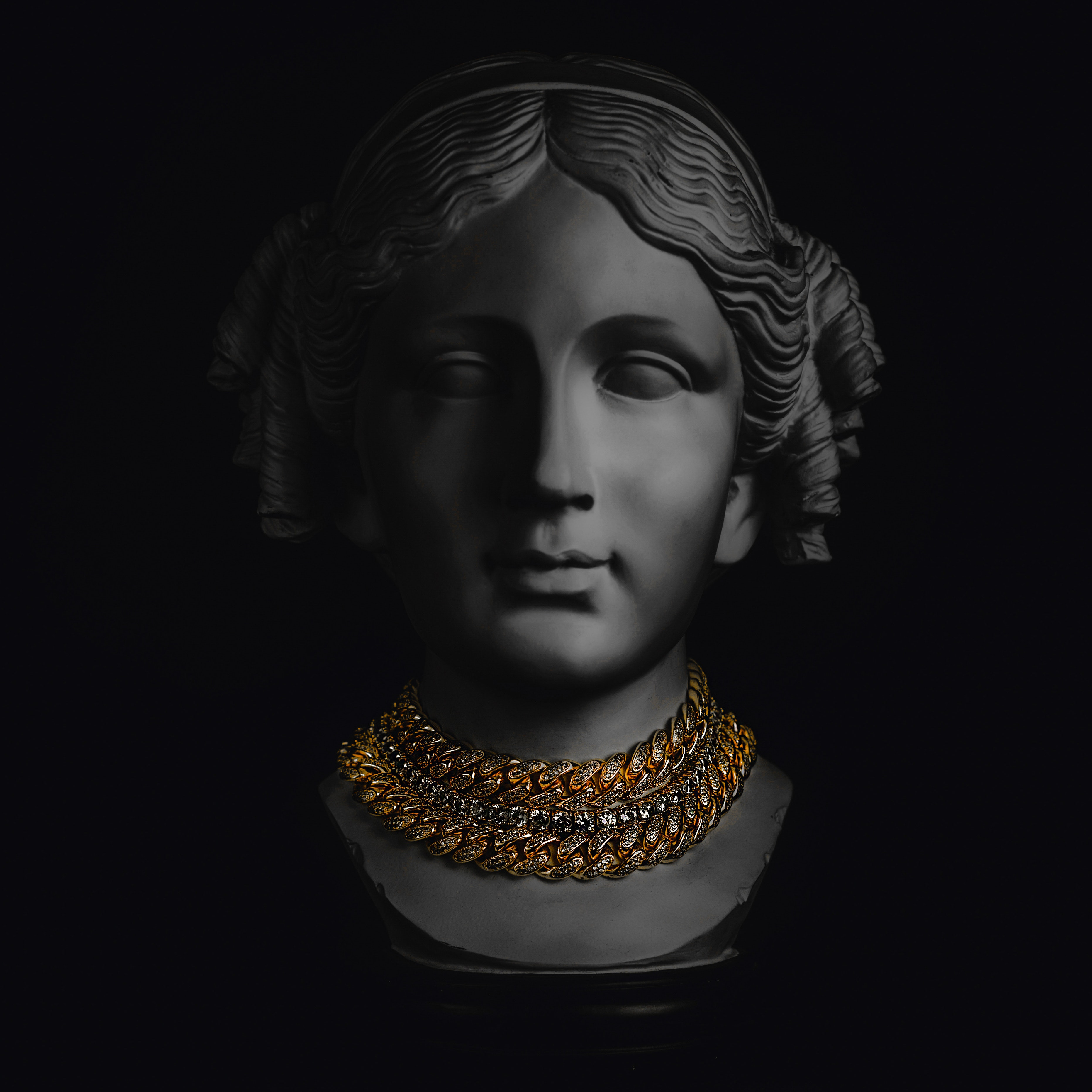 white-head-bust-1679004
